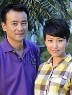 吴涛在自己刚刚装修好的房子里张贴着大红喜字