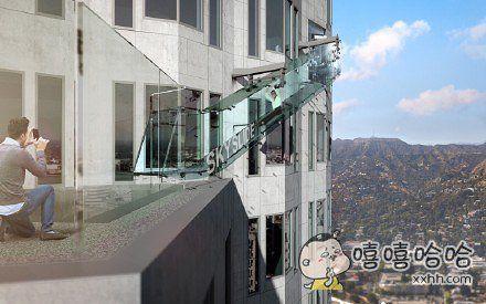 69层楼高的玻璃滑梯……肯定很带劲