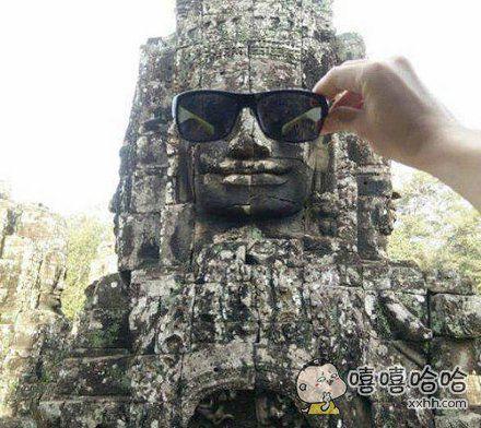 佛祖带上眼镜后帅气多了