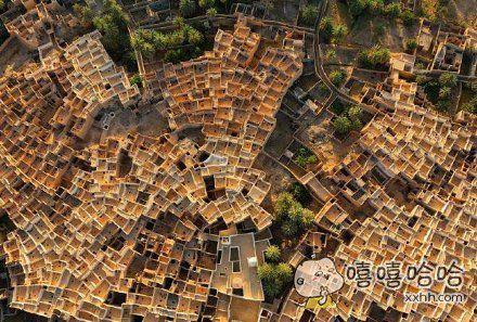 世界遗产地——利比亚古达米斯古城,传统的泥砖房屋和棕榈树构成蜂巢一样的城市肌理。