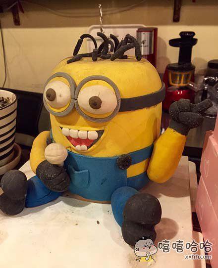 蛋糕店看到的。。。小黄人跟越狱兔合体了?