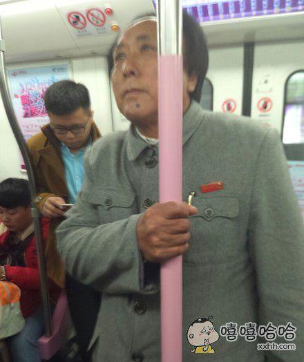 地铁上看见的~