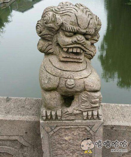 分享一只笑容魔性的石狮子