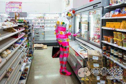 去超市遇到一二逼!