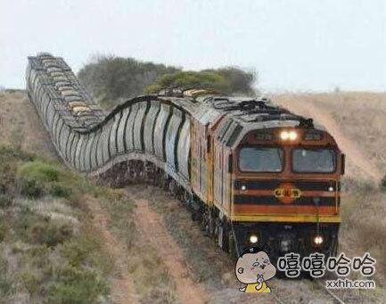 这火车赶脚像大蜈蚣成精了