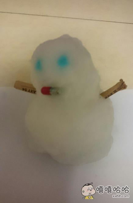 儿子说天太冷雪人感冒了