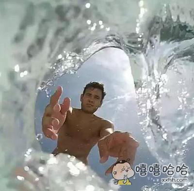 GoPro不小心掉水里时拍下的一幕