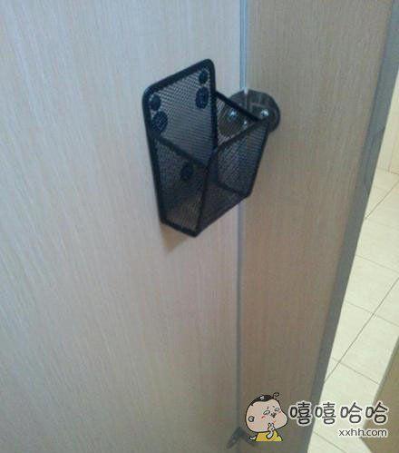 今天发现厕所中多了一个收纳框,再也不用担心手机意外滑落了,我竟然有一种梦想成真的感觉嘻嘻