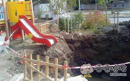 小朋友滑梯。。。。坑爹呢