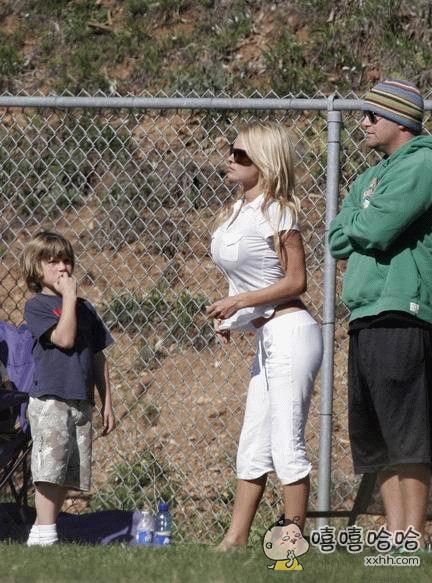 小男孩:我怎么记得妈妈没有这么大?