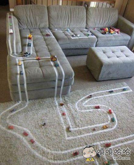 几根胶布就让孩子玩个饱了。。