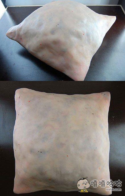 无论是外观还是触感,都和人的皮肤一样的抱枕。