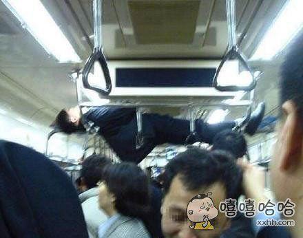 发生在岛国电车上的一幕。。。