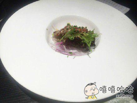今天去吃饭,点了盘沙拉,这个盘子也是没谁了。。