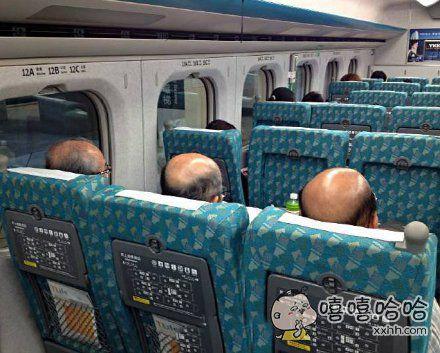 三兄弟坐高铁