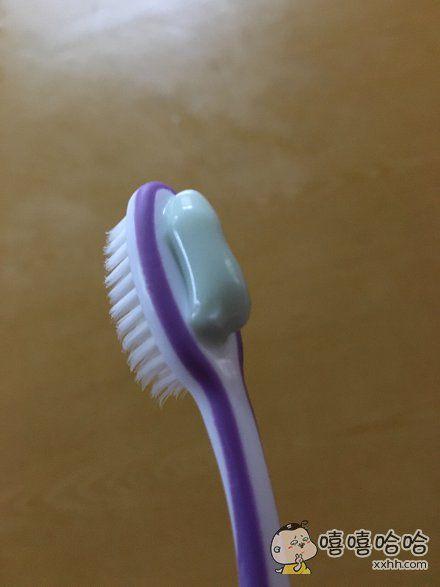 挤完牙膏懵逼了