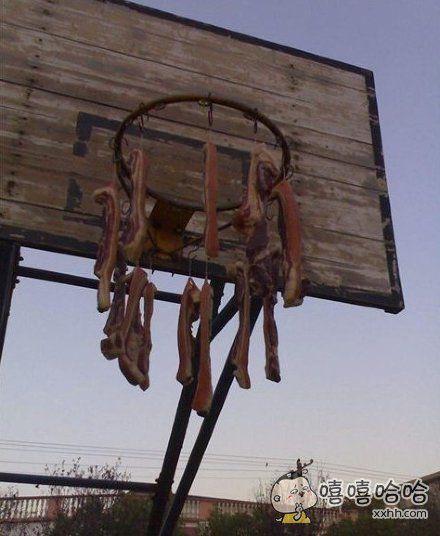 篮球架子的另类用途。