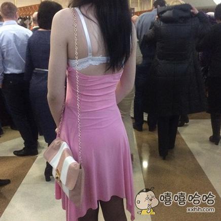 以为是裙子自带的肩带。。