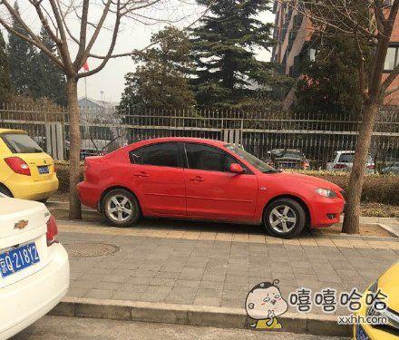能告诉我你是怎么把车停进去的吗?!!