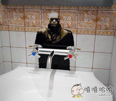 上完厕所洗手这件事突然变得严肃了起来