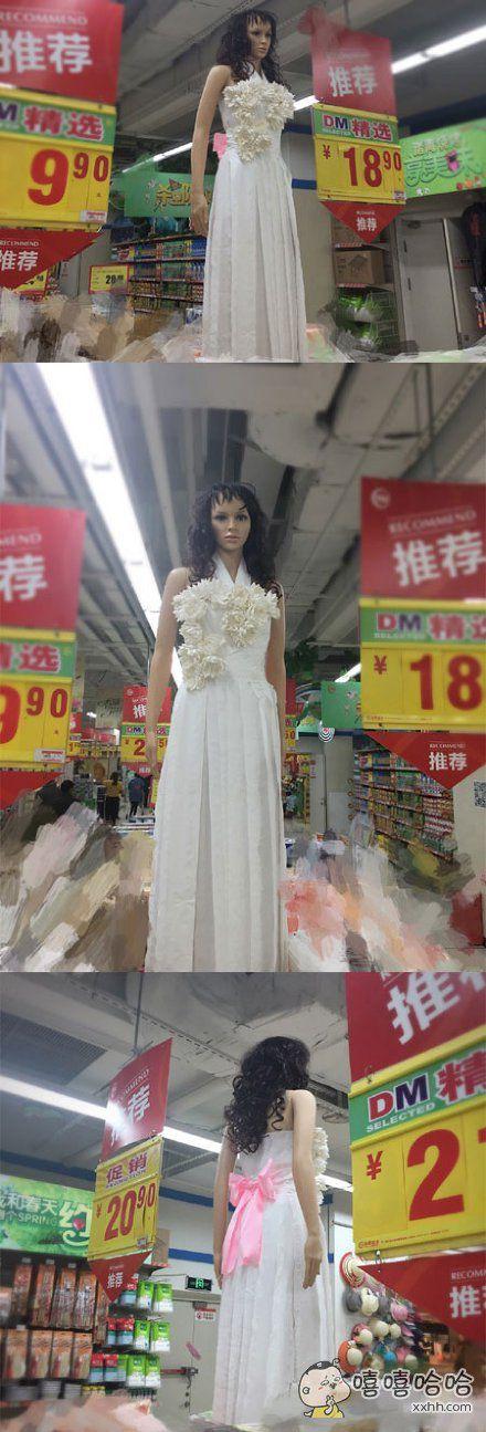 第一眼就被惊艳(xia)到了。。。试问哪个女孩不想要一件这样简单大方的礼服