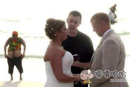 在别人的婚礼上这样不好啊