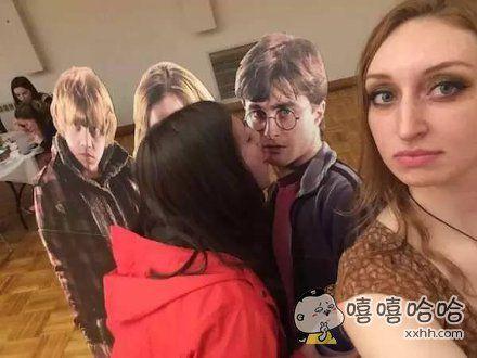 有个同学,她很爱哈利波特