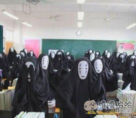 学校让每个班级自己订班服,这个班⋯⋯