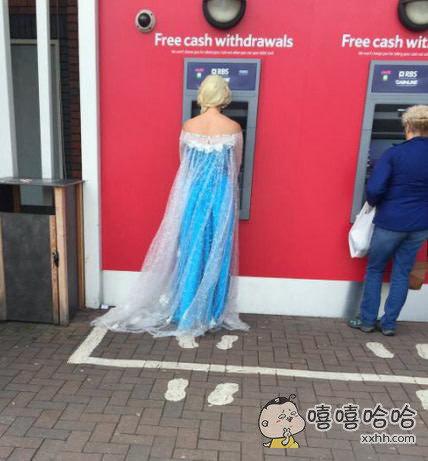 真怕她一下把整个ATM都冻了