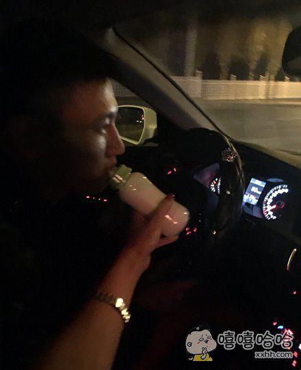 宝宝喝点奶,开车辛苦了