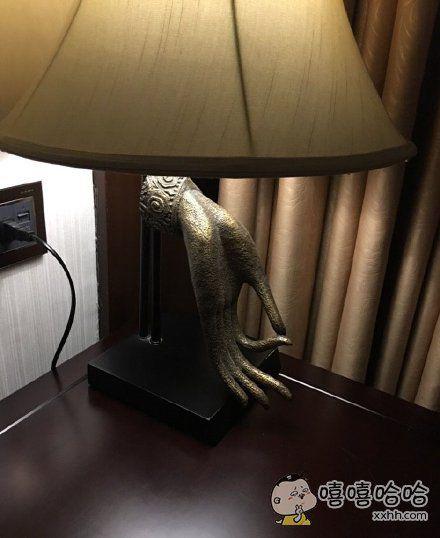 开着这样的台灯⋯⋯不太能睡得着呢⋯