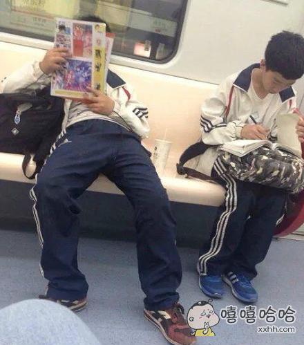 地铁上学渣和学霸的区别