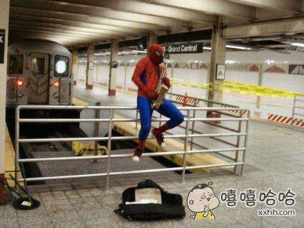 蜘蛛侠街头卖艺