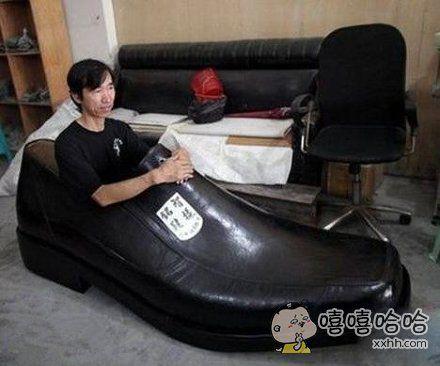 你这鞋好像买大了点哟