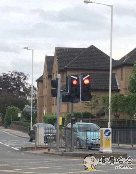 红绿灯生气了!