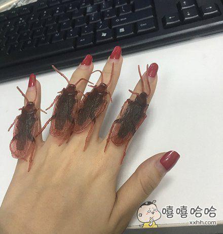 看我新买的戒指好看吗?