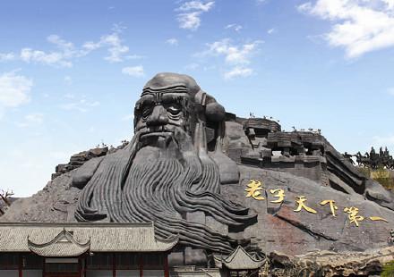 """讲真,还头一次见到这么膨胀的景点呢…""""桂林山水甲天下""""、""""黄山归来不看岳""""什么的都太含蓄了。"""