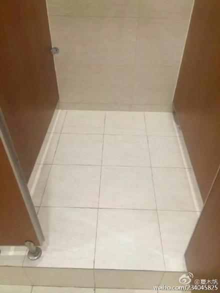 好不容易找到洗手间,打开门的那一刻感觉被全世界抛弃了。why god forsake me?why?
