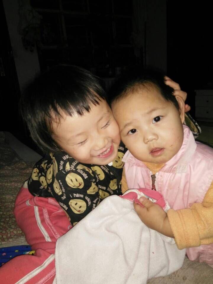 萌萌哒,姐弟两亲子照片。。。两姐弟最有爱最和谐的幸福自拍