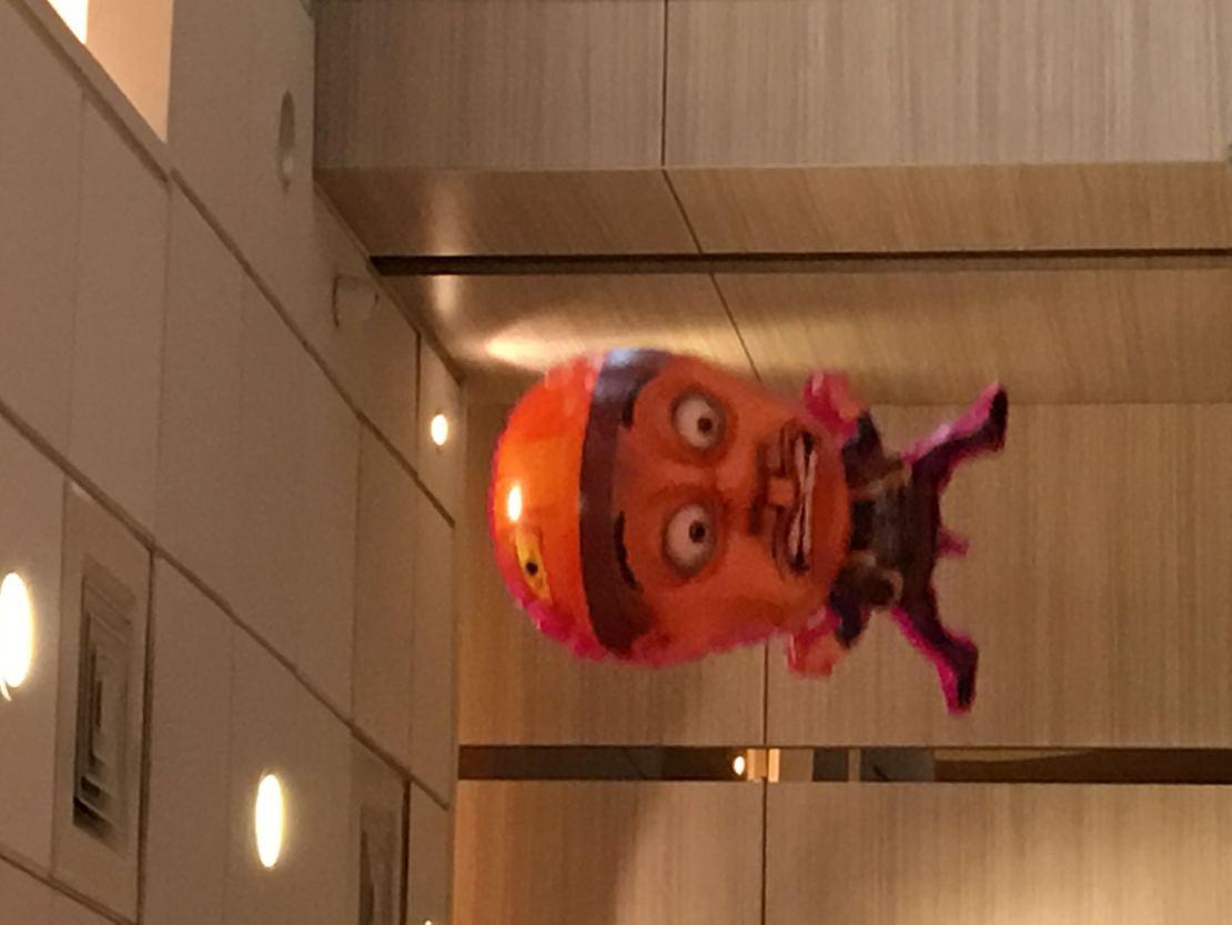 今天在kfc遇到一只无比蛋,疼的光头强……气球