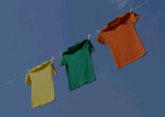 """""""我干了,你随意!""""晾晒在阳台的衬衫对外套说道,"""