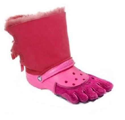 网友biscuit0883 发现洞洞鞋族又放大招了,再次丑出人类鞋子历史的新高度。。。