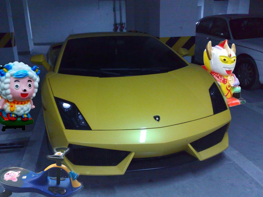 不是我装逼,其实车多也不是什么好事,反而带来一些浪费,你们看,这些车除了黄色的,都是我的!