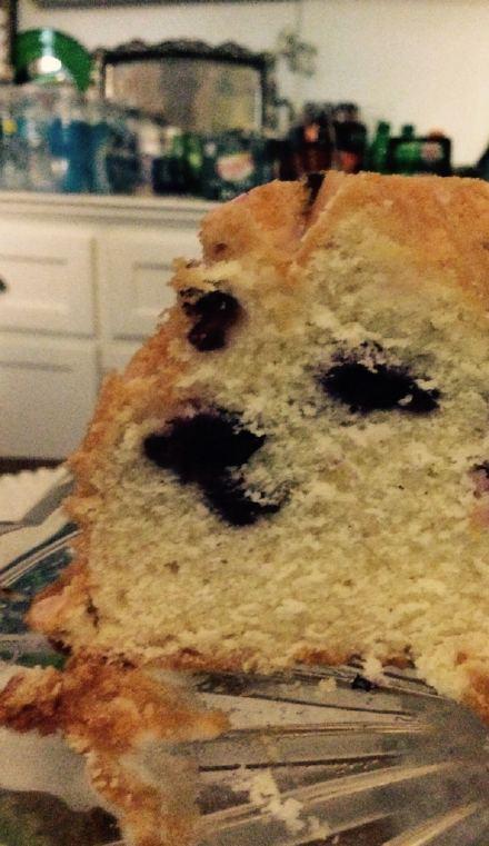 切开蛋糕吓了一跳,一只doge在看着wo