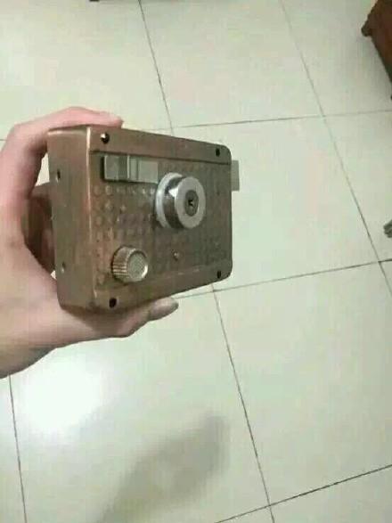 yi个网友刚刚捡到一个相机,羡慕。
