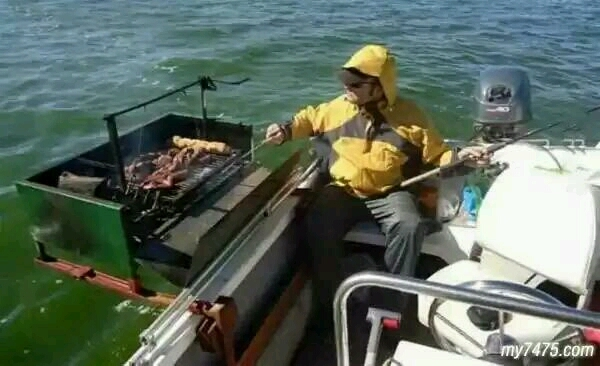 钓鱼至少也得有这样的装备。