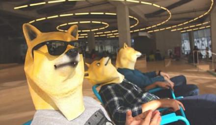 国外新出的doge面具,售价25美元一个,想象一下以后满大街尽是doge脸。。。