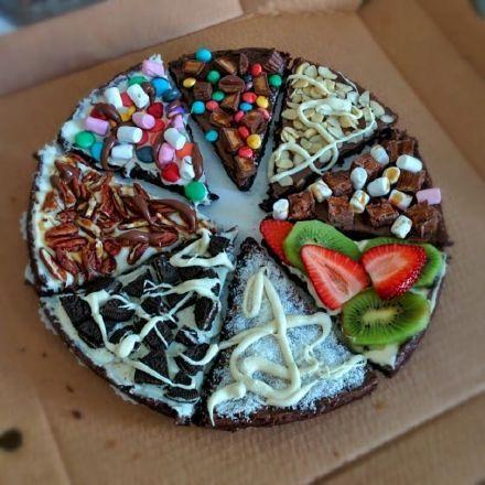 棉花糖奥利奥巧克力豆等等等组成的八拼披萨…………真的不是黑暗料理
