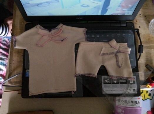 Lz男生,学的针织服装专业,老师让我们做衣服,一比一,Lz的衣服做好啦,非说不过关,我给我女儿做的不行啊!!!