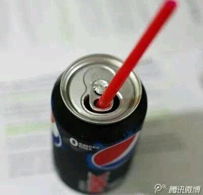 同学们,扫盲了,这么多年你真的了解罐装饮料么?!原来拉环是为了固定吸管的。。。不知道的请转发。。。